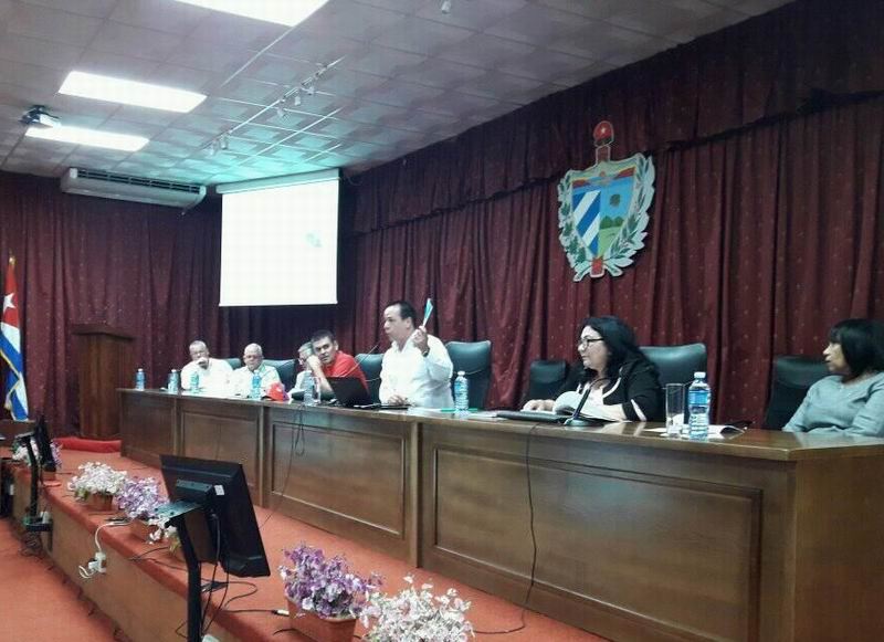 El Dr. José Ángel Portal Miranda, Ministro del sector, durante el intercambio que sostuvo con los delegados del Sindicato de la Salud al XXI Congreso de la Central de Trabajadores de Cuba