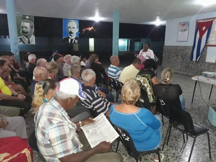 A debate en Sancti Spíritus, funcionamiento de los CDR
