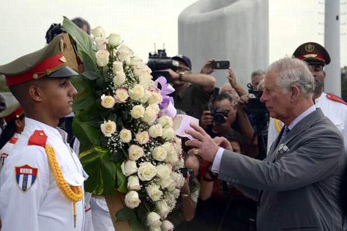 Príncipe de Gales rinde tributo a José Martí. Fotos: Omara García