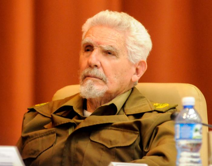 Otorgan a Ramiro Valdés réplica del buque El Pinero