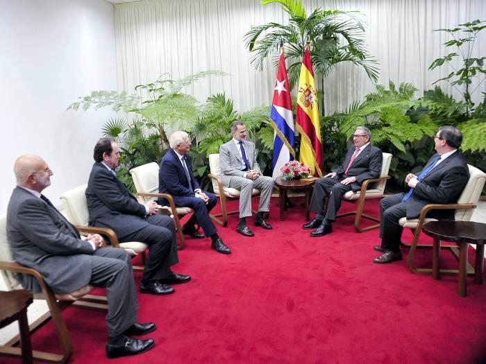 Su Majestad el Rey de España realiza visita de cortesía a Raúl Foto: Estudios Revolución