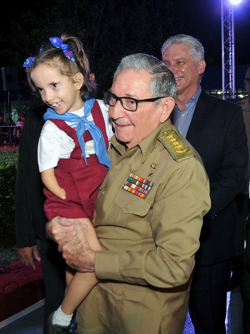 Raul Castro and Diaz-Canel visit Solidaridad con Panama school