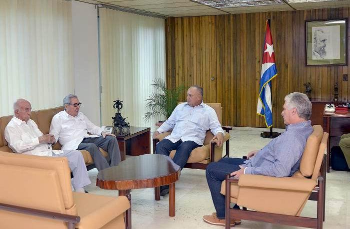 Se reúnen Raúl, Díaz-Canel y Machado con Diosdado Cabello