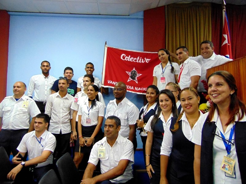 Recibe Empresa de Servicios a la Aviación Civil la Condición de Vanguardia Nacional