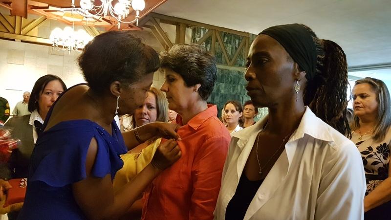 Irma Martín Sánchez recibe Distinción 23 Agosto