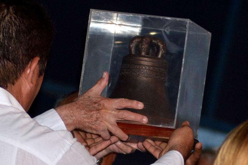 Confieren a Raúl Castro la Réplica de la Campana de La Demajagua (+Video)