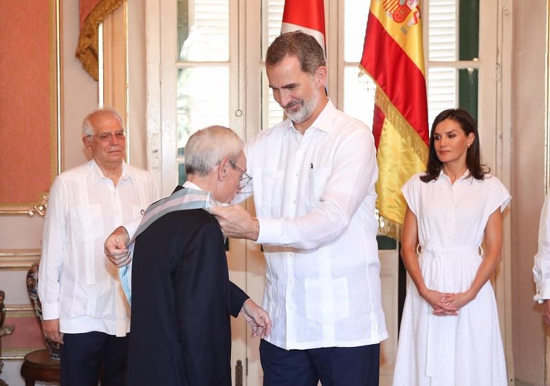 El Rey Felipe VI condecora a Eusebio Leal en La Habana (+Galería)