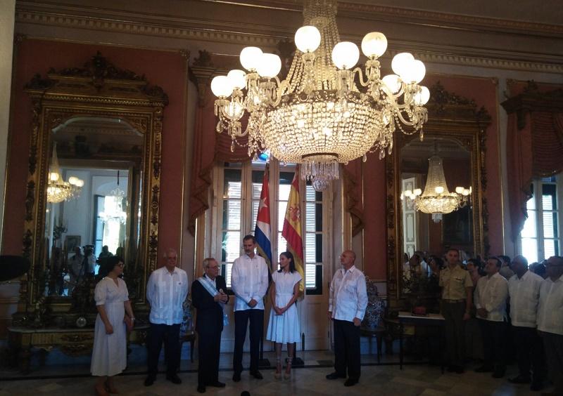 Reyes de España recorren Centro Histórico de La Habana (+Galería)
