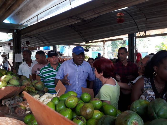 Recorre Valdés Mesa mercados agropecuarios en La Habana