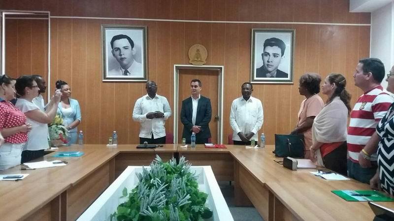 El Ministro de Asuntos Exteriores y Cooperación de la República de Guinea Ecuatorial, Excmo. Sr. Simeón Oyono Esono Angué, recibió este martes la placa conmemorativa 40 aniversario, que otorga la Universidad Hermanos Saiz, de Pinar del Río