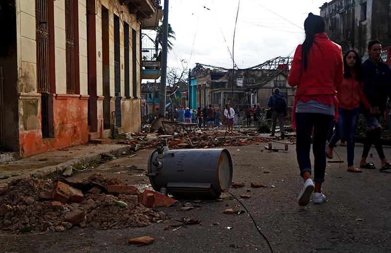 En Fotos: Fuerte tornado arremete contra La Habana