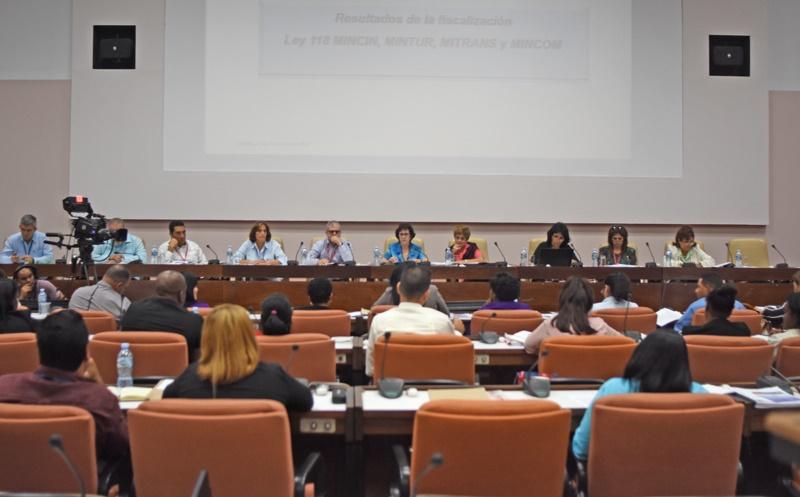 Diputados cubanos debaten el presente y futuro de la nación
