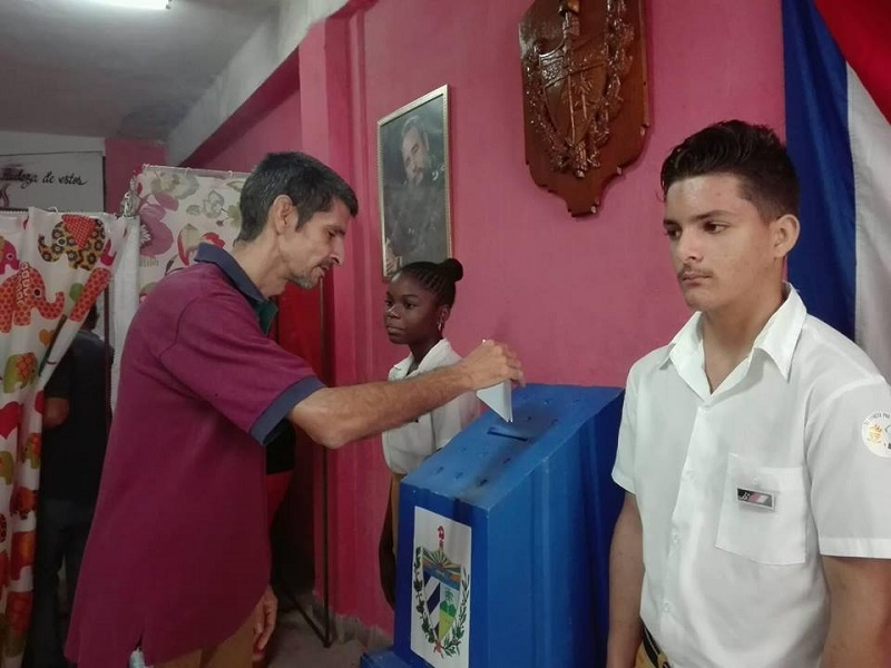 Amplia participación de los villaclareños en comicios del referendo
