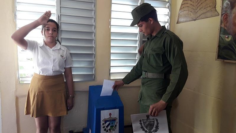 Combatientes de las FAR participan en Referendo Constitucional en Cuba