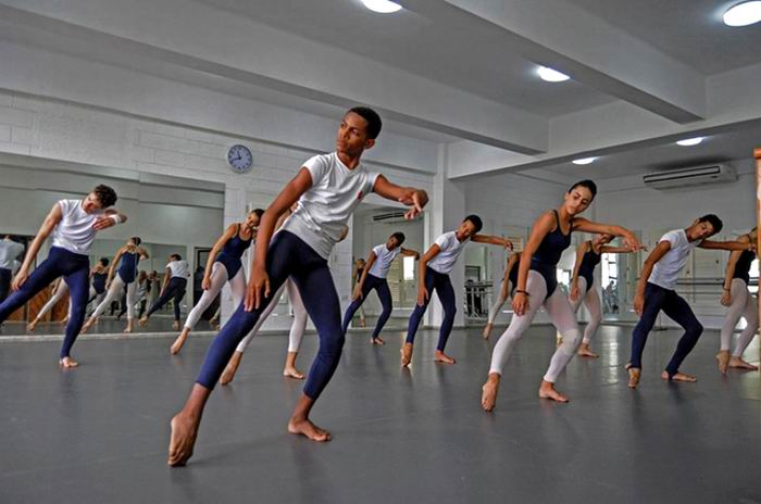 Se presentará Academia Acosta Danza en el Teatro Martí