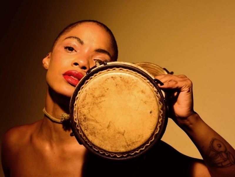 Magia, espiritualidad y música: el mundo de Brenda Navarrete suena a batá