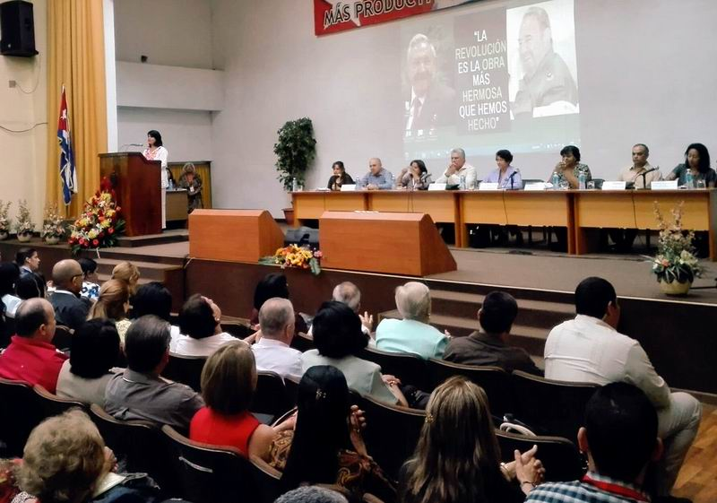 Cuba Defends Education with Commitment, says Diaz-Canel