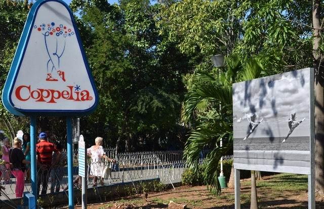 Inauguran gran exposición fotográfica en los jardines de Coppelia