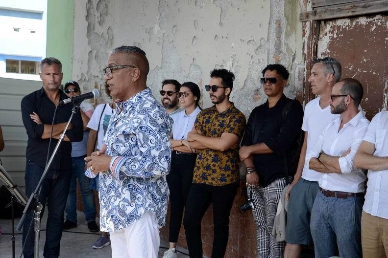 Juan Delgado Calzadilla, curador general del proyecto Detrás del Muro (Dedelmu), interviene durante la inauguración de la tercera edición, que acoge la XIII Bienal de La Habana, Cuba, el 14 de abril de 2019. ACN FOTO/Ariel LEY ROYERO
