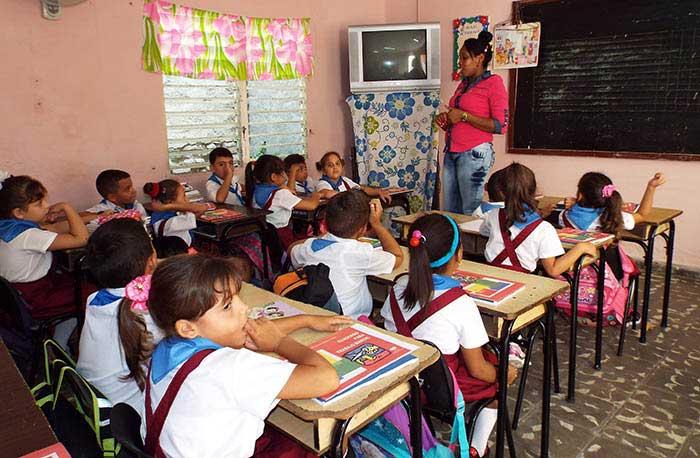 Con el tributo a Fidel, al Che y al Vaquerito inició el curso escolar en Las Tunas