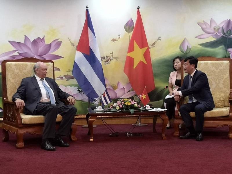 Recibe Premier vietnamita a Ministro cubano de Comercio Exterior e Inversión Extranjera