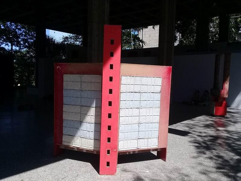 Estamos ante una de las piezas del proyecto Funcionalismo tropical, de Javier Hinojosa, presentadas en el Pabellón Cuba, una de las sedes de la XII Bienal de La Habana.
