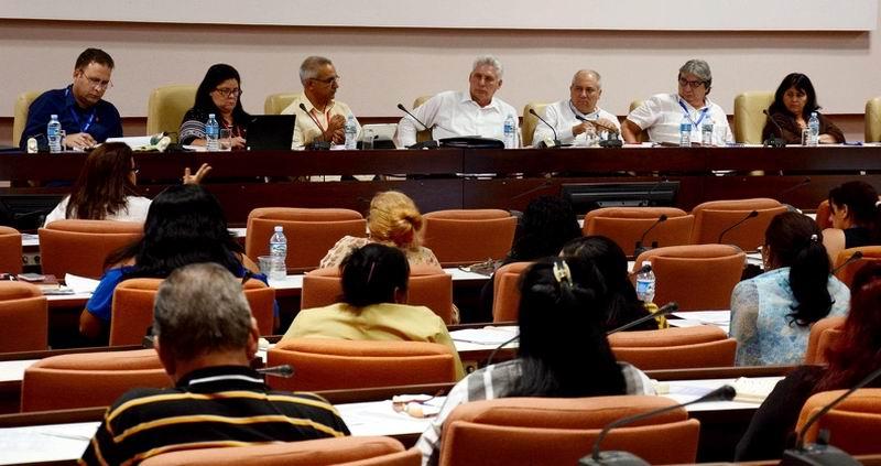 Diputados cubanos abogan por una radio y televisión en pos de la Cultura