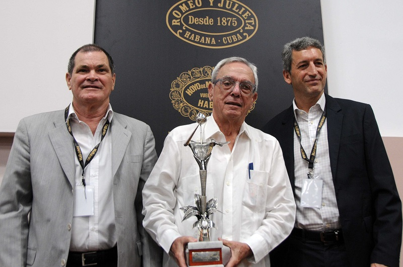 Recibe Eusebio Leal Premio Honorífico de Habanos