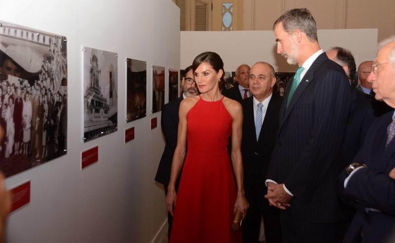Don Felipe VI y Doña Letizia participaron en la inauguración, en la galería del propio coliseo capitalino, de la exhibición de fotografías Cuba y España