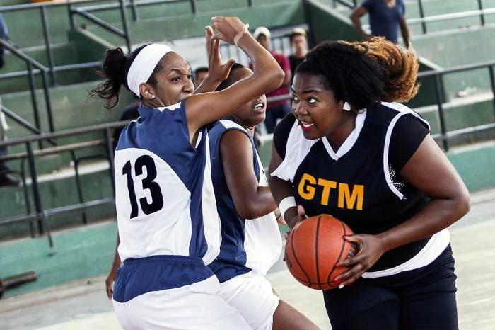 Capitalinas recuperan la cima en liga femenina de baloncesto