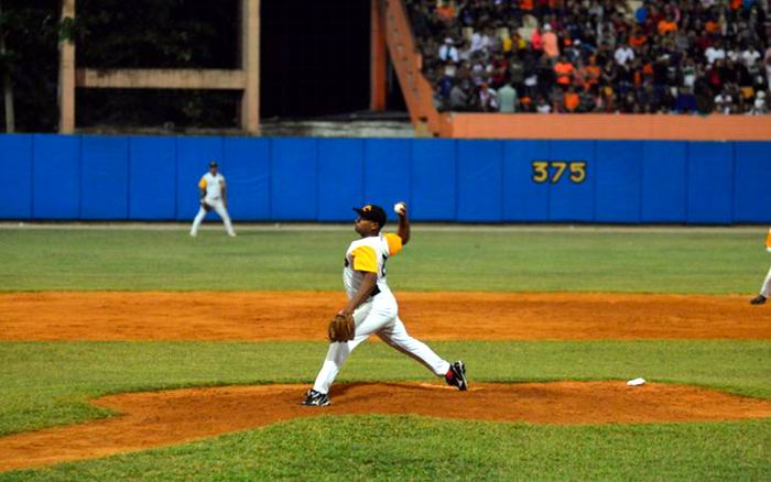 El vencedor fue Freddy Asiel Álvarez, el lanzador en activo más ganador en play off. Foto: Carolina Vilches