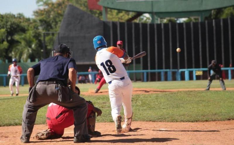 59 SNB: Gallos pican y lideran clásico cubano de béisbol