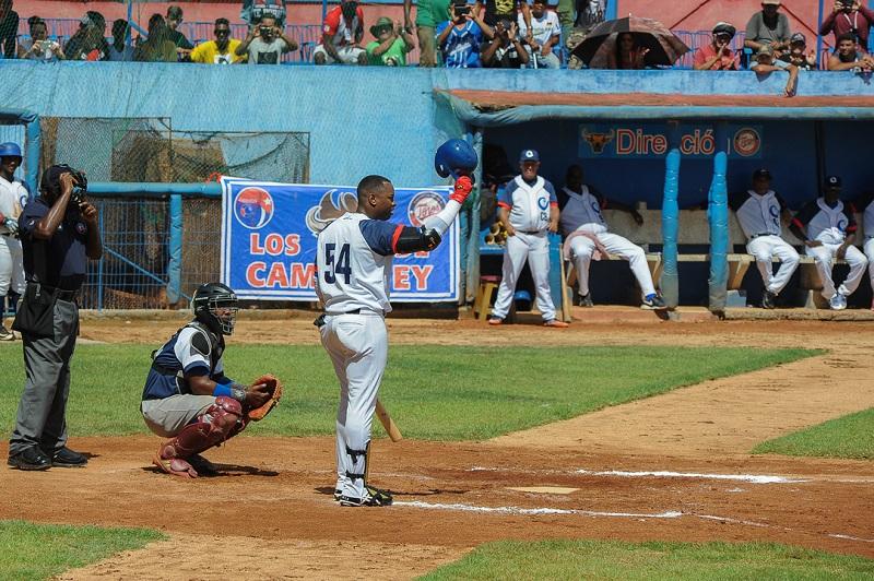 Gallos de Sancti Spíritus por mantener liderazgo en clásico cubano