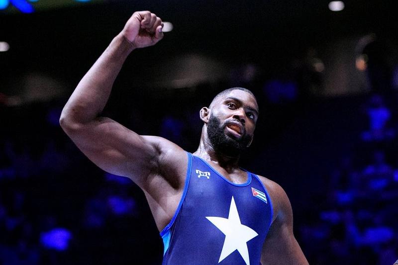 Oscar Pino despide con plata a greguistas cubanos en Mundial de Lucha