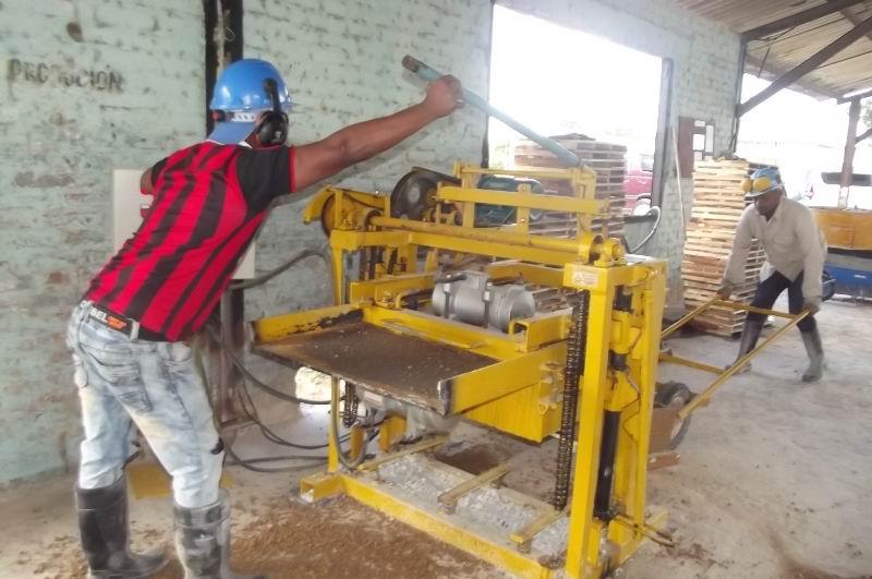 Se amplían capacidades productivas con pequeños talleres de fabricación de elementos constructivos.