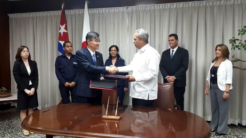 Firman Cuba y Japón acuerdos para el servicio eléctrico y transporte