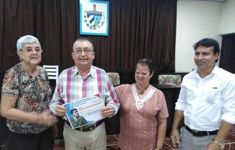Confieren Premio por la Obra de la Vida a economistas tuneros