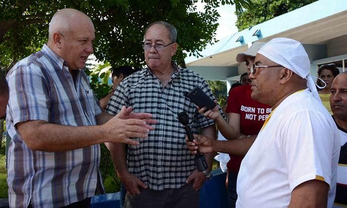Intercambia Jorge Luis Tapia con trabajadores de la industria alimentaria