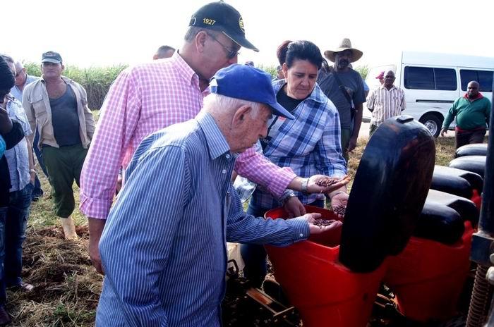 Machado Ventura constata avances de la agricultura en Matanzas