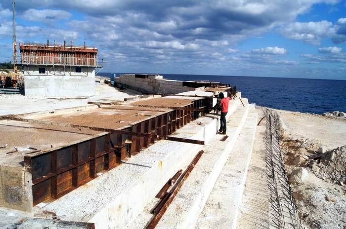 La ejecución de un muro de contensión de más de 400 metros de largo conferirá mayor seguridad y su diseño promete altas prestaciones