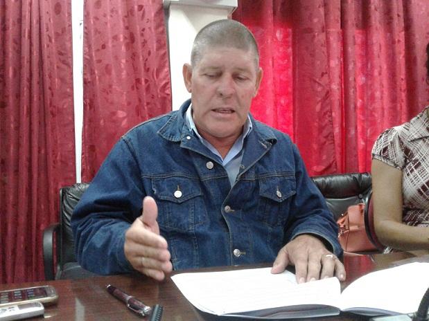El subdirector de inversiones Omilton Riva