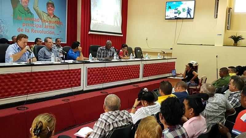 Evalúan en Camagüey condiciones para el inicio del programa de la recuperación del sector agro-industrail azucarero.