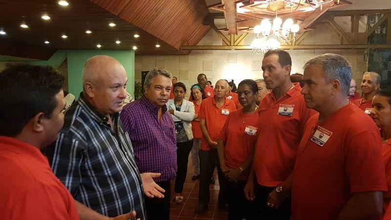 En diálogo con los delegados, Ulises Guillarte y Jorge Luis Tapia