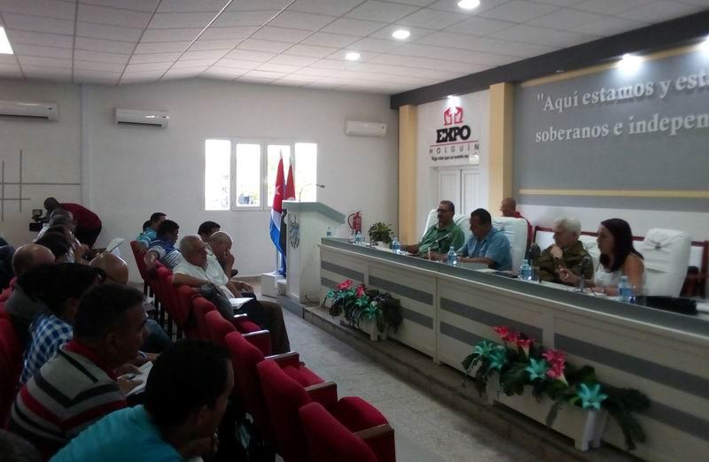 Destaca Ramiro Valdés prioridades del programa de la vivienda en Holguín