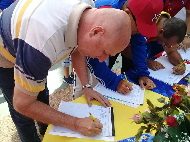 En Audio: Apoyan cubanos en Caracas a la Revolución Bolivariana