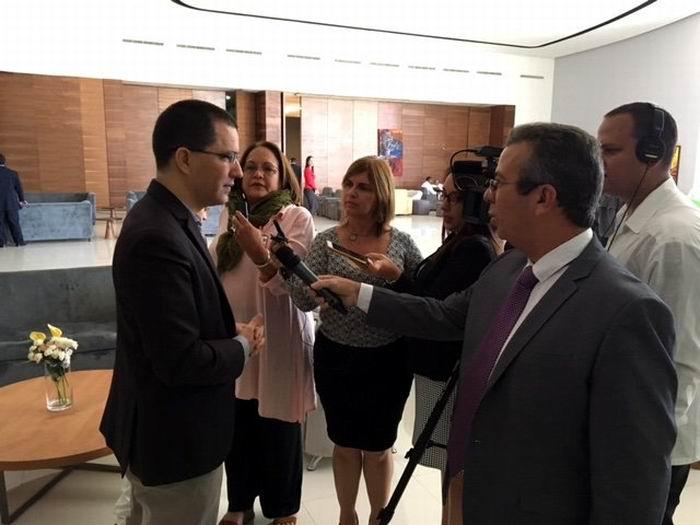 """Arreaza: """"Si Maduro puede, nosotros estamos obligados a poder"""" (+Audio)"""