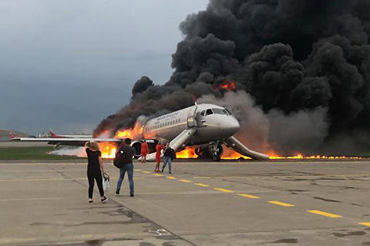 Murmansk Authorities Declare Mourning Following Moscow Plane Crash