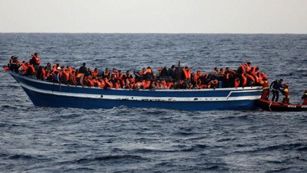 Niega Italia entrada a refugiados varados en el Mediterráneo