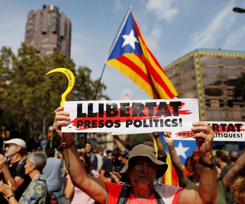 """Rechaza independentismo catalán deriva violenta de manifestaciones contra el fallo del """"Procés""""R"""