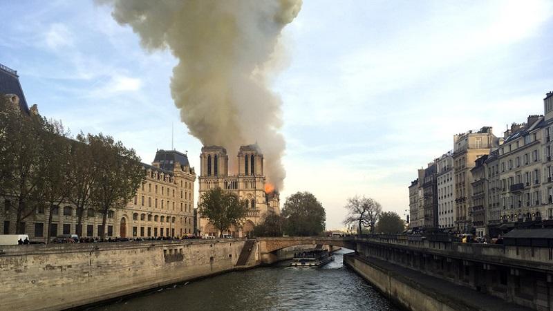 Registran incendio en la catedral Notre Dame de París (+Video y Fotos)